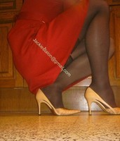 robe rouge bas noir 1