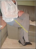 minijupe jeans chemise blanche