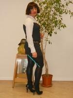 robe marron ligne avec chemise blanche 2