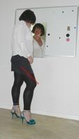 jupe grise et noir esprit chemise  blanche 3