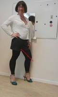 jupe grise et noir esprit chemise blanche 12