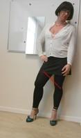 jupe grise et noir esprit chemise blanche 30