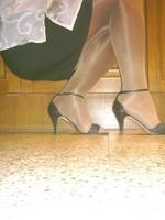sandalette noir minijupe noir et collant marron brillant 4