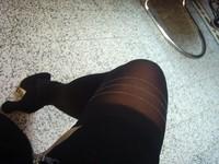 Platteau noir 10 cm daim minijupe noir avec bas noir 6 [800x600]