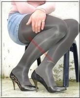 Escarpins noir avec dessin dore miijupe jeans 1