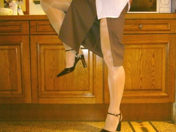 chaussures mauve ouvertes bas blanc longue jupe marron 41 [800x600]