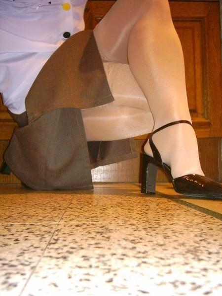 chaussures mauve ouvertes bas blanc longue jupe marron 49 [800x600]