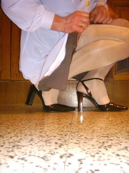 chaussures mauve ouvertes bas blanc longue jupe marron 47 [800x600]
