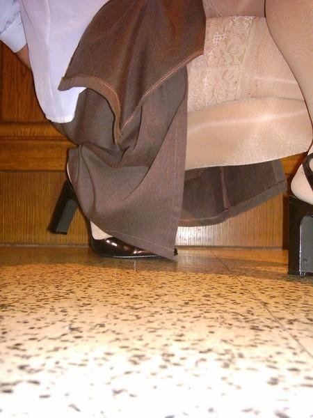 chaussures mauve ouvertes bas blanc longue jupe marron 48 [800x600]