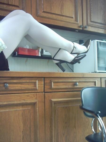 chaussures next violet mauves laque 10 cm collant blanc minijupe marron  4 [800x600]