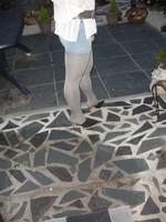 Mules noir daim 3 suisses 8cm avec minijupe jeans 2