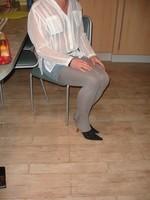 Mules noir daim 3 suisses 8cm avec minijupe jeans