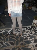 Mules noir daim 3 suisses 8cm avec minijupe jeans 5