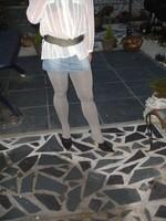 Mules noir daim 3 suisses 8cm avec minijupe jeans 3