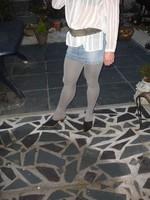 Mules noir daim 3 suisses 8cm avec minijupe jeans 4
