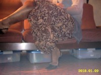 escarpin noir avec bride et jupe a fleur avec collant marron brillant 4