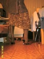 escarpin noir avec bride et jupe a fleur avec collant marron brillant 7