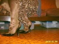 escarpins noir avec bride et collant marron brillant  1