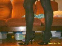 escarpins noir avec bride et collant noir 1