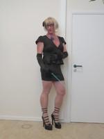 robe noir deccoleter en v 2