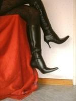 Bottes en dessous du genou a tallon aiguille avec jupe noircollant dessin 24