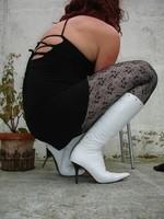 Botte blanche avec lacets derriere et robe noir18