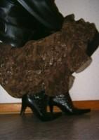 botillon noir dessin dentelle avec jupe a fleurs maron3