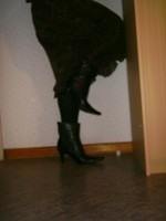 botillon noir dessin dentelle avec jupe a fleurs maron8