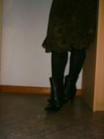 botillon noir dessin dentelle avec jupe a fleurs maron7