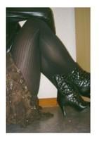 botillon noir dessin dentelle avec jupe a fleurs maron5