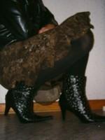 botillon noir dessin dentelle avec jupe a fleurs maron17