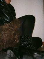 botillon noir dessin dentelle avec jupe a fleurs maron19