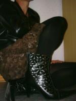 botillon noir dessin dentelle avec jupe a fleurs maron20