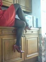 robe rouge collants noir chaussure bordeau 10 cm 1