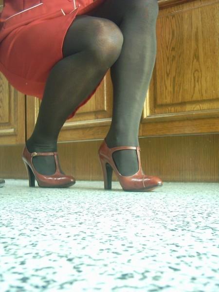 robe rouge collants noir chaussure bordeau 10 cm 6