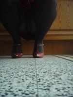 robe rouge collants noir chaussure bordeau 10 cm 5