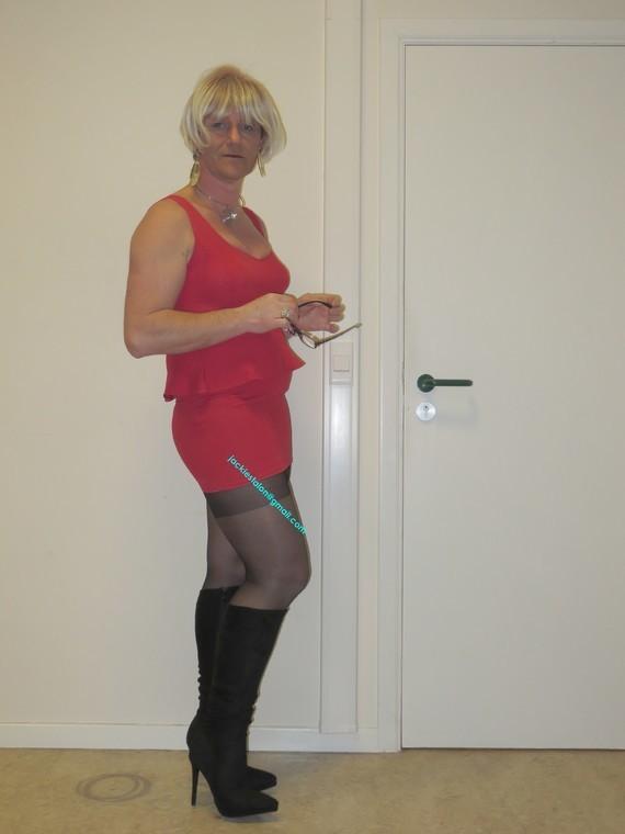 robe rouge et  bottes noir daim Creamy 13