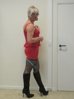 robe rouge et  bottes noir daim Creamy 29