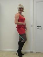 robe rouge et  bottes noir daim Creamy 31
