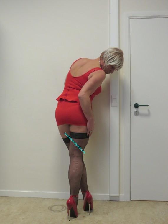 robe rouge avec mes talons Devious 7
