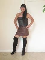 jupe vynil marron fonce avec top nor sarah pacini 7