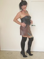 jupe vynil marron fonce avec top nor sarah pacini 15