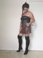 jupe vynil marron fonce avec top nor sarah pacini 22
