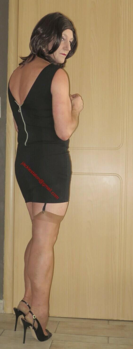 Robe noir avec decoleter tirette 2