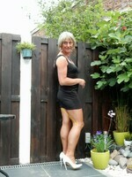 Robe noir decoleter rond dos Yasmine London 24