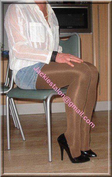 Avec minijupe en jeans chemise transparente