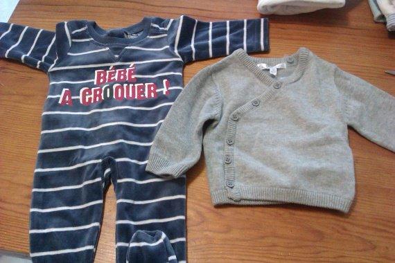 Pyjama et brassière pour la naissance