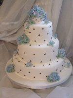 blue-hydrangea-wedding-cake-dots