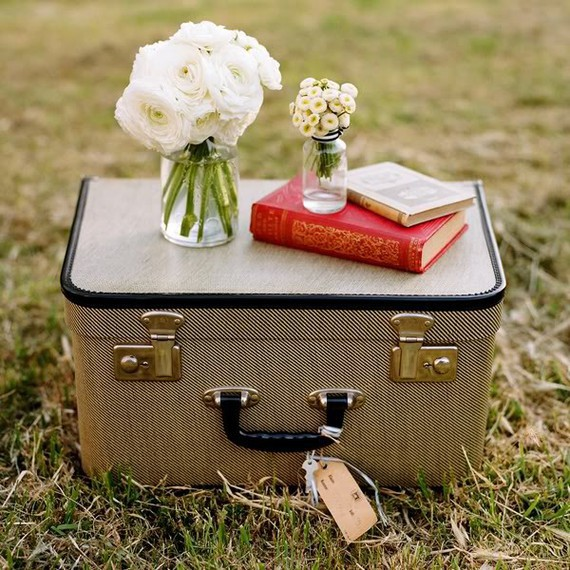 vintage-suitcase-wedding-1