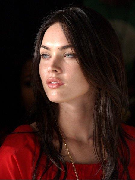 Megan Fox robe rouge